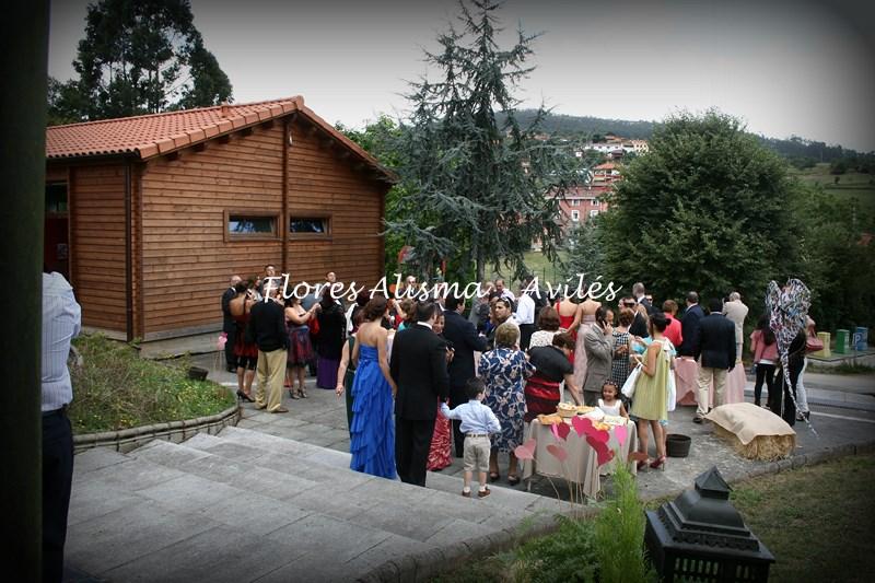 Los invitados iban llegando y podían disfrutar del entorno que se les había preparado