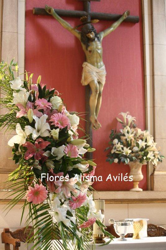 Decoración floral de iglesia para boda Arreglos florales para iglesia de Flores Alisma Avilés