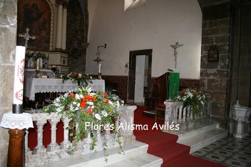 Decoración floral de iglesia para boda. Arreglos florales para altar de iglesia. Bodas en Asturias