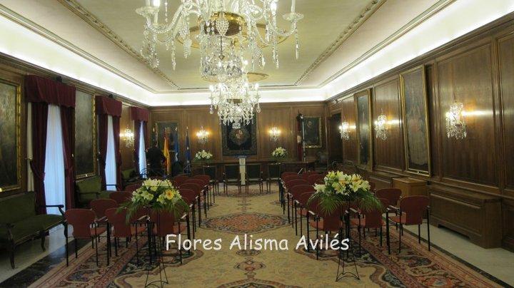 Decoración floral en Ayuntamiento de Avilés para boda . Arreglos florales para boda Civil. Bodas en Asturias