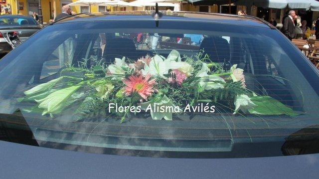 Decoración de coche para boda Centro para coche de novios Flores Alisma Avilés