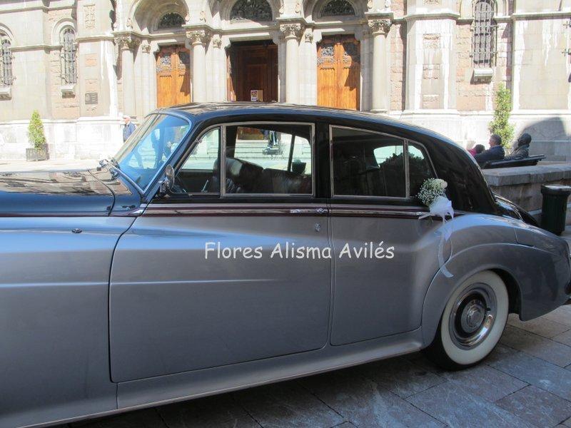 Decoración de coche de novios Centro de flor para la bandeja y lazos para las puertas