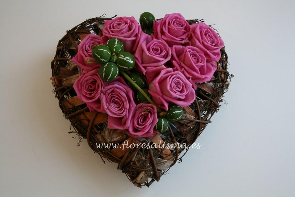 Corazón con rosas de color rosa