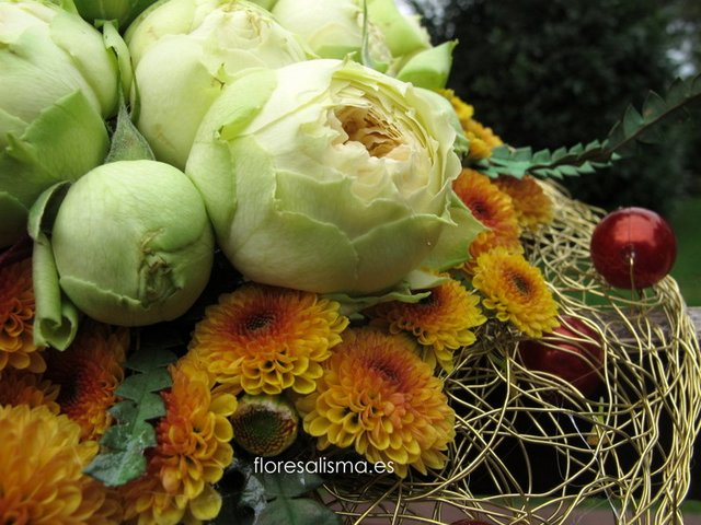 Ramo de novia.  Flores Alisma - Avilés - Bouquet en estructura