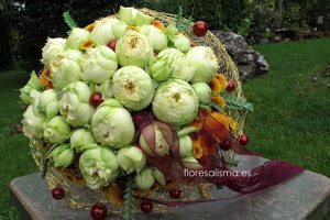 Ramo de novia de rosas en estructura metálica.  Flores Alisma - Avilés