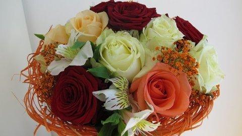 Flores Alisma - Bouquet de rosas variadas