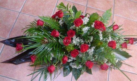 Flores Alisma - Centro mortuorio de 24 rosas  - Flores Alisma