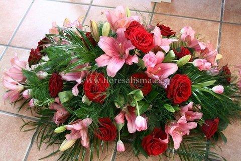 Flores Alisma - Centro mortuorio de rosas y liliums  - Flores Alisma