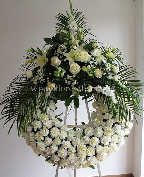 Flores Alisma - Corona con un cabecero en tono blanco  - Flores Alisma